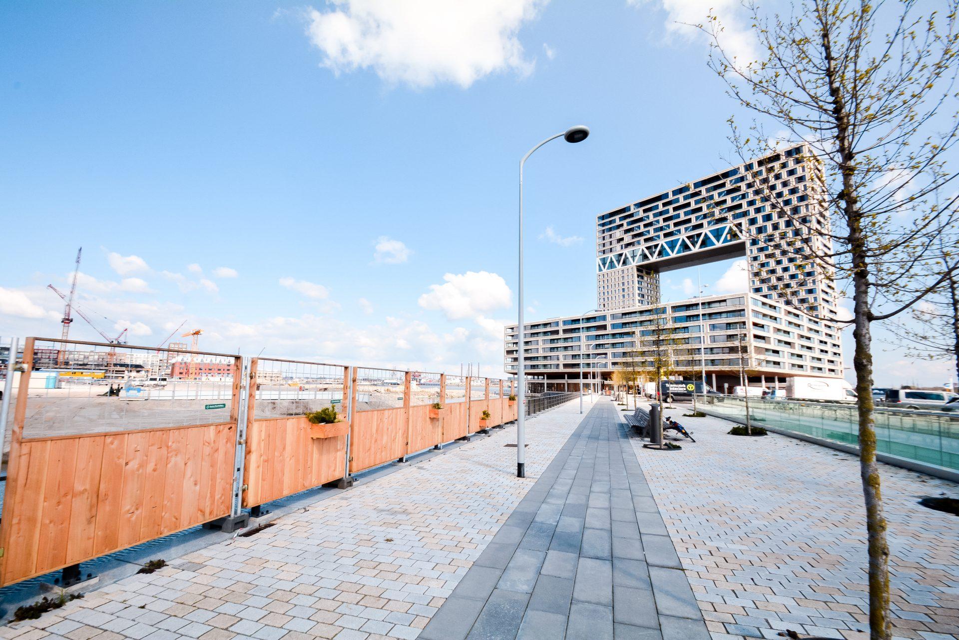 Groene Bouwhekken bij Pontsteiger Amsterdam